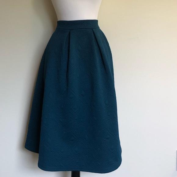 Forever 21 Dresses & Skirts - Floaty A-Line Midi Geometric Print Skirt